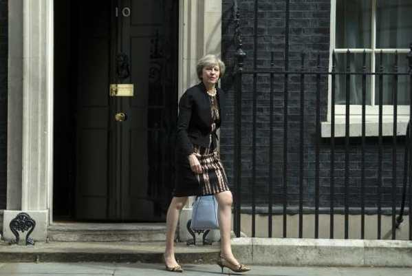 Primeira-ministra britânica visita Berlim e Paris esta semana