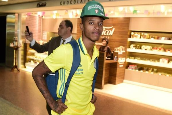 Prass visita treino e Palmeiras antecipa viagem a Chapecó