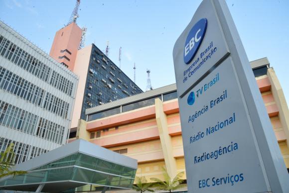 Governo exonera presidente da EBC e muda regras do estatuto da emissora