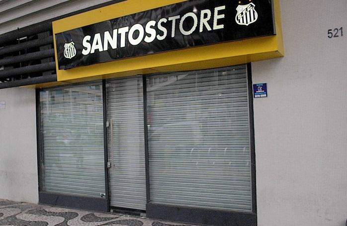 Dupla assalta loja oficial do Santos FC no Gonzaga - Diário do Litoral 0d089418a6ba6