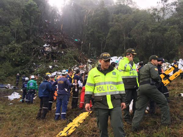 Mais um sobrevivente: zagueiro Neto é encontrado nos escombros do avião