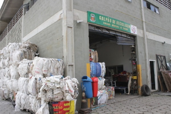 Por mês, a cidade gera quase três mil toneladas de lixo, das quais apenas 60 são recicladas