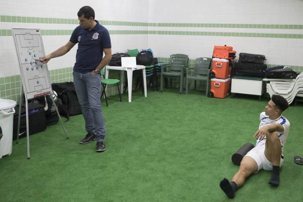 Carille confirma equipe com força máxima diante do Bahia