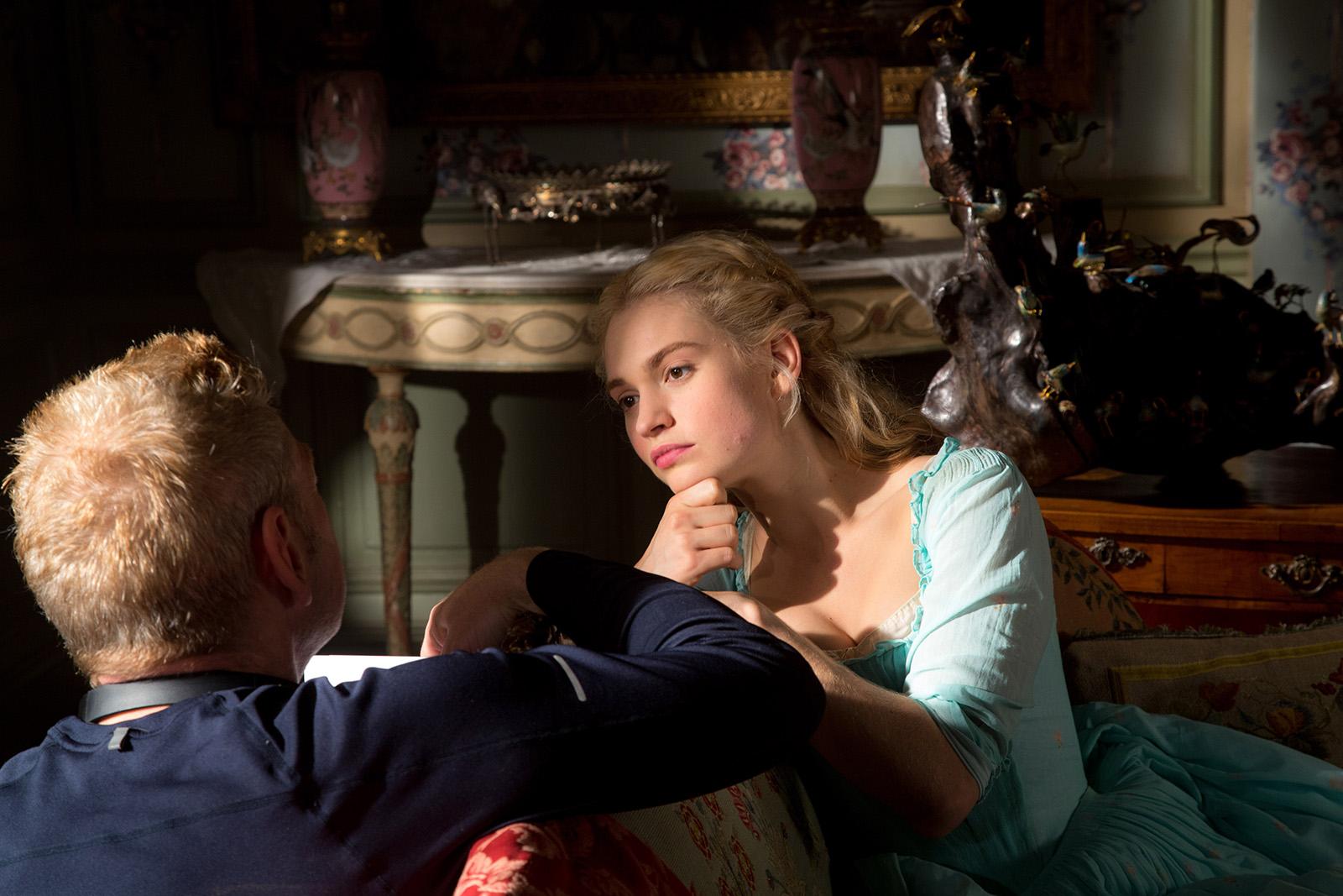 Lily James é confirmada no elenco da sequência de Mamma Mia