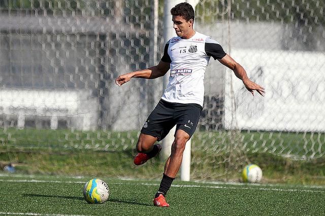 Santos vai renovar contrato de Jean Mota