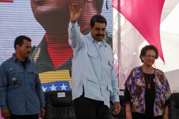 Oposição venezuelana diz que dois morreram em plebiscito simbólico