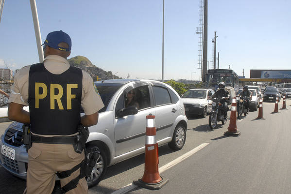 Por falta de verbas, PRF vai fechar postos e suspender patrulhamento aéreo