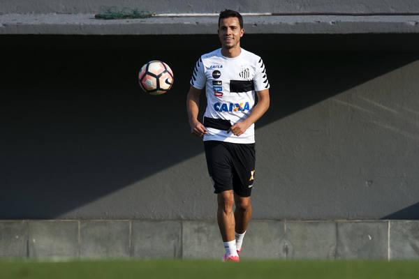 Zagueiro rebate vitórias 'sofridas' no Santos: 'Prefiro sofrer, mas vencer'