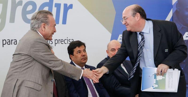Temer anuncia R$ 3 bi em programa social para incentivar negócios