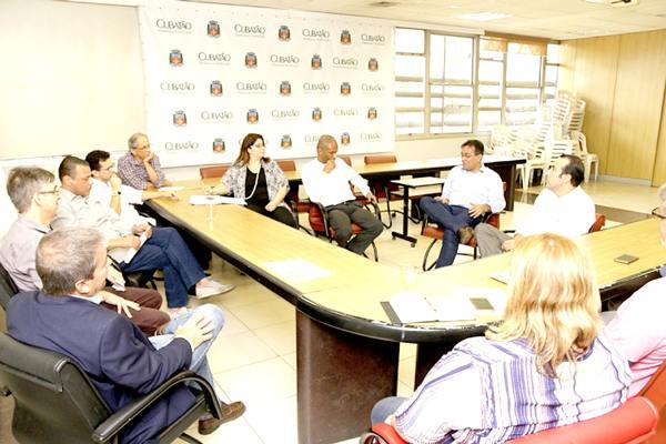 Acabar com a distorção na cobrança do IPTU das indústrias é o objetivo dos entendimentos que começaram a ser mantidos ontem entre a Prefeitura e a SPU
