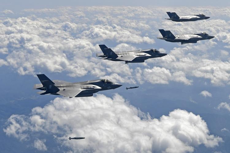Japão apoia EUA em eventual ação militar contra a Coreia do Norte