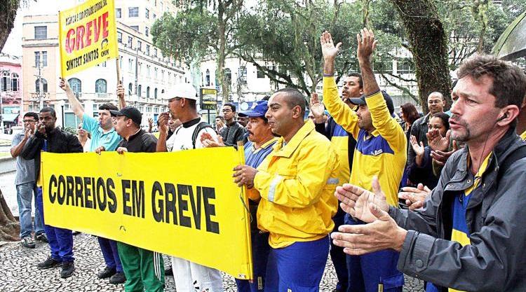 Tribunal do Trabalho declara que greve dos Correios é abusiva