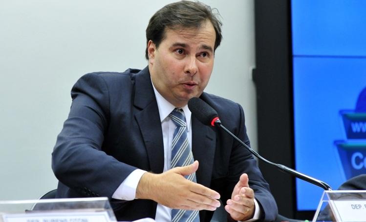 Rodrigo Maia (DEM-RJ) afirmou que não há como retomar a votação da reforma da Previdência neste momento