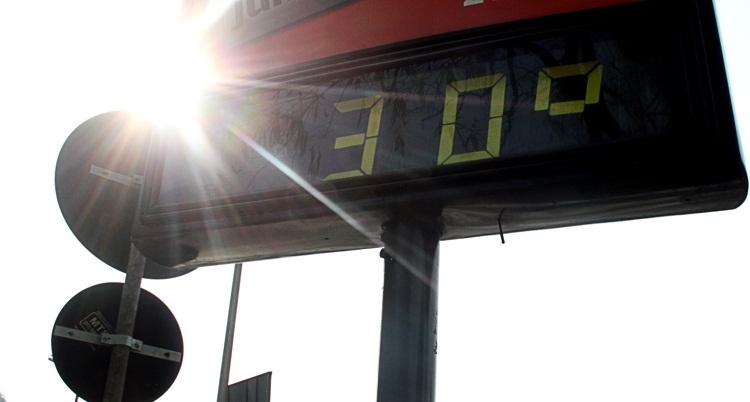 Tempo continua seco e quente no Distrito Federal neste domingo