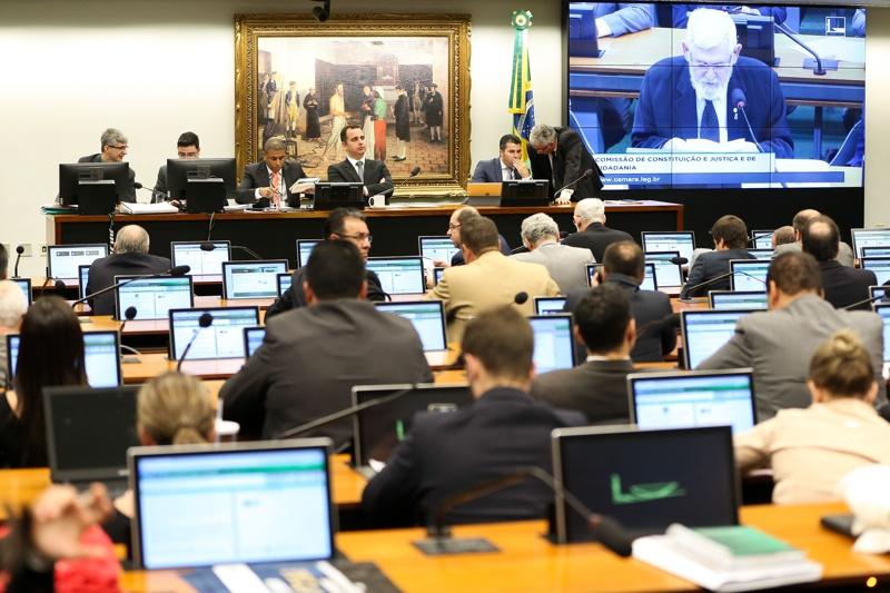 CCJ aprova relatório que acaba com foro privilegiado para crimes comuns