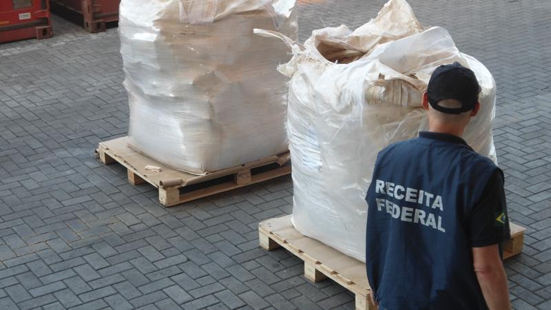 Mais de uma tonelada de cocaína apreendida em porto brasileiro