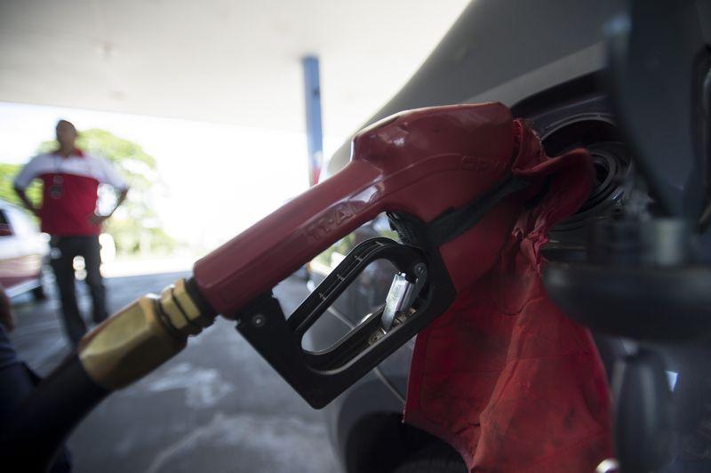 Gasolina vai a R$ 3,96 e bate novo recorde na semana