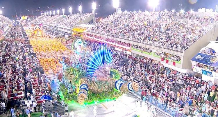 Com o menor orçamento público e o maior privado da história, boa parte das escolas de samba do Rio de Janeiro apostou em enredos com forte teor de crítica social