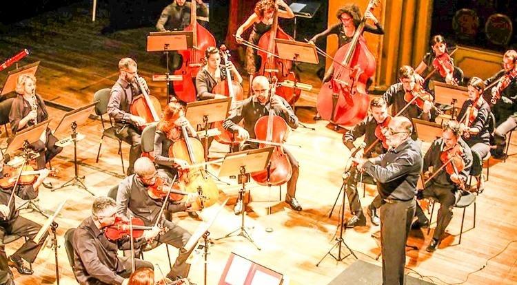 A orquestra só tem nove concursados