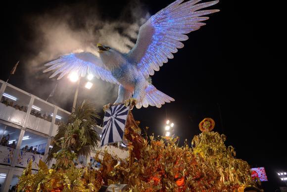 O Grupo Especial do Rio vai levar hoje (12) e na madrugada desta terça-feira (13) para a Marquês de Sapucaí seis escolas que prometem uma disputa acirrada pelo título de campeã