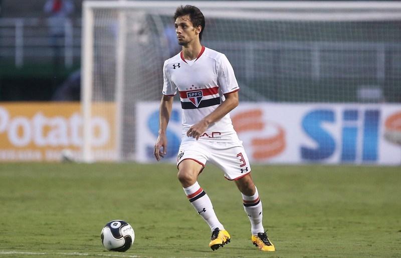 A mudança de jogos do São Paulo tirou o zagueiro Rodrigo Caio do clássico contra o Santos