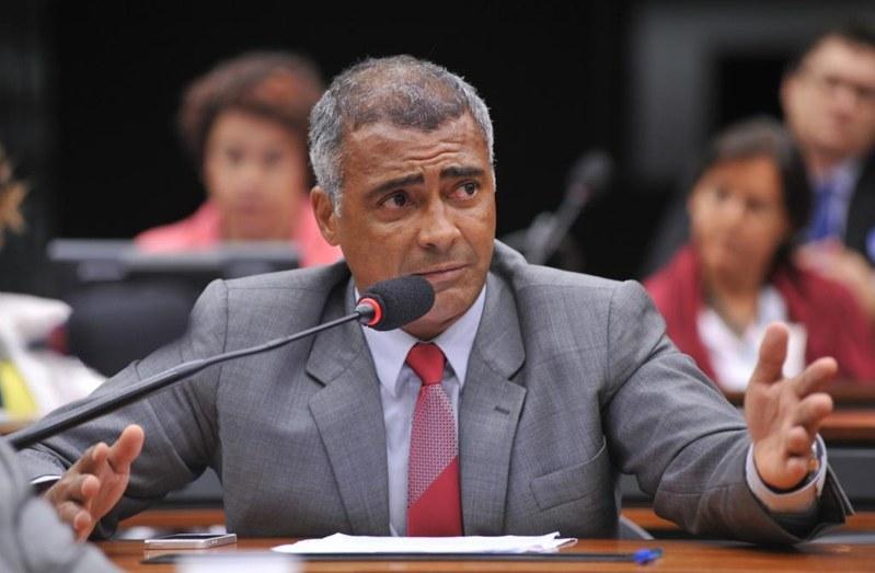 Romário criticou o veto à implantação do sistema eletrônico na arbitragem nacional