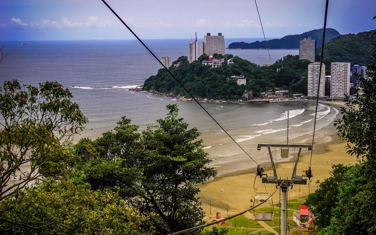 Feriados permitem que turistas e munícipes aproveitem a praia e as atrações turísticas da Cidade