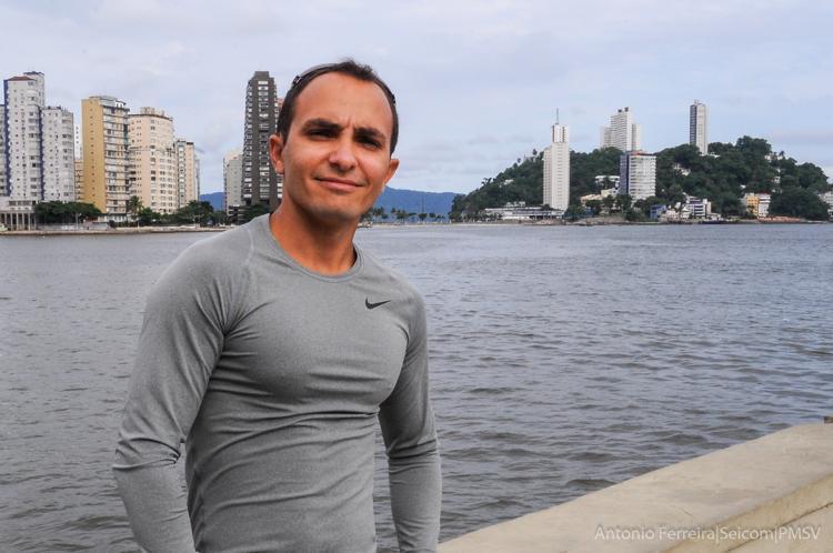 Max Gondo há 20 anos ingressava em um projeto social pioneiro no Brasil