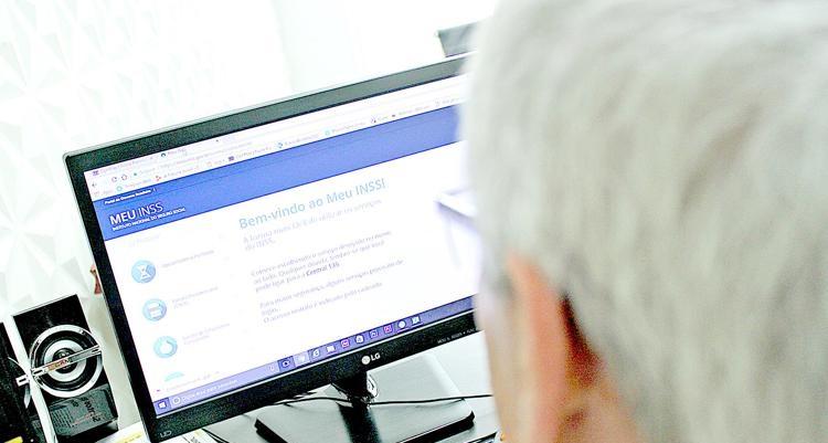 A ferramenta faz uma busca automática de informações e dados de vínculos do segurado registrados nos sistemas do INSS