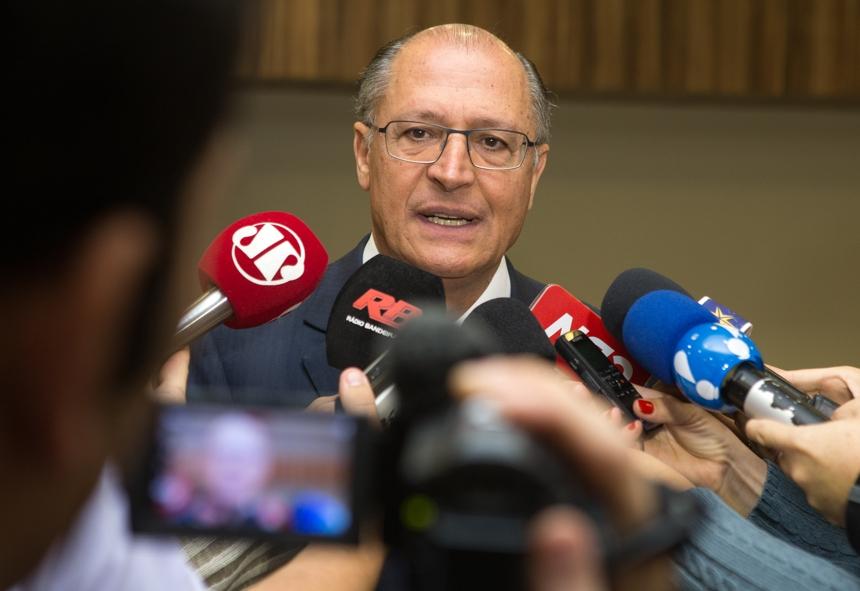 Geraldo Alckmin falou que 'tem que dar um desconto' sobre a crítica de Rodrigo Maia
