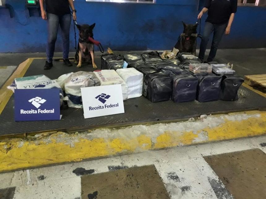 Aproximadamente 355 quilos de cocaína foram apreendidos nesta quinta-feira