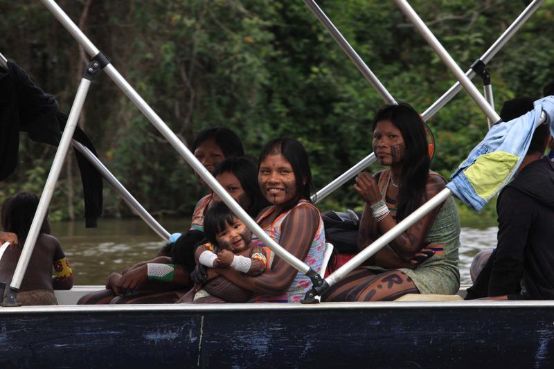 Indígenas fazem protesto na AGU contra