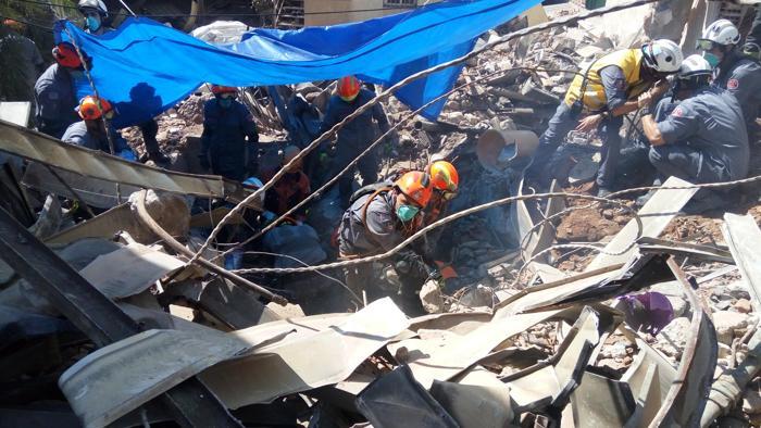 Bombeiros seguem procurando vítimas no prédio que caiu em SP