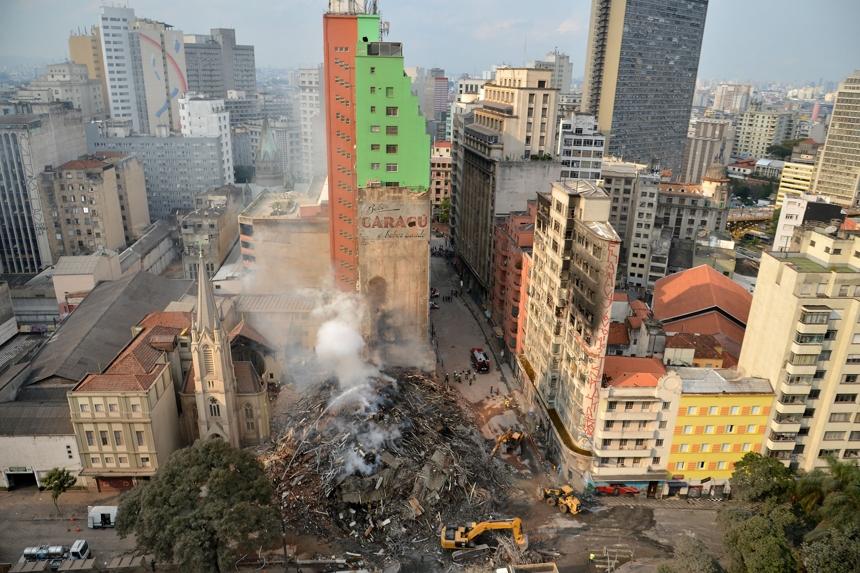 Prédio de mais de 20 andares desaba em São Paulo após incêndio