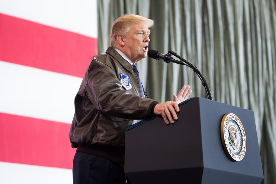 Conselheiro do FBI quer obrigar Trump a dar respostas sobre ingerência russa