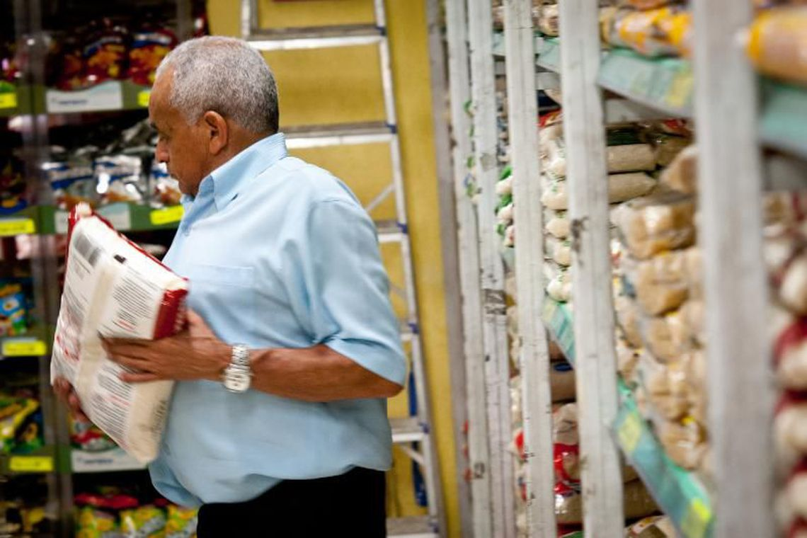 Em São Paulo, a cesta básica ficou estável no mês passado, no valor de R$ 432,83