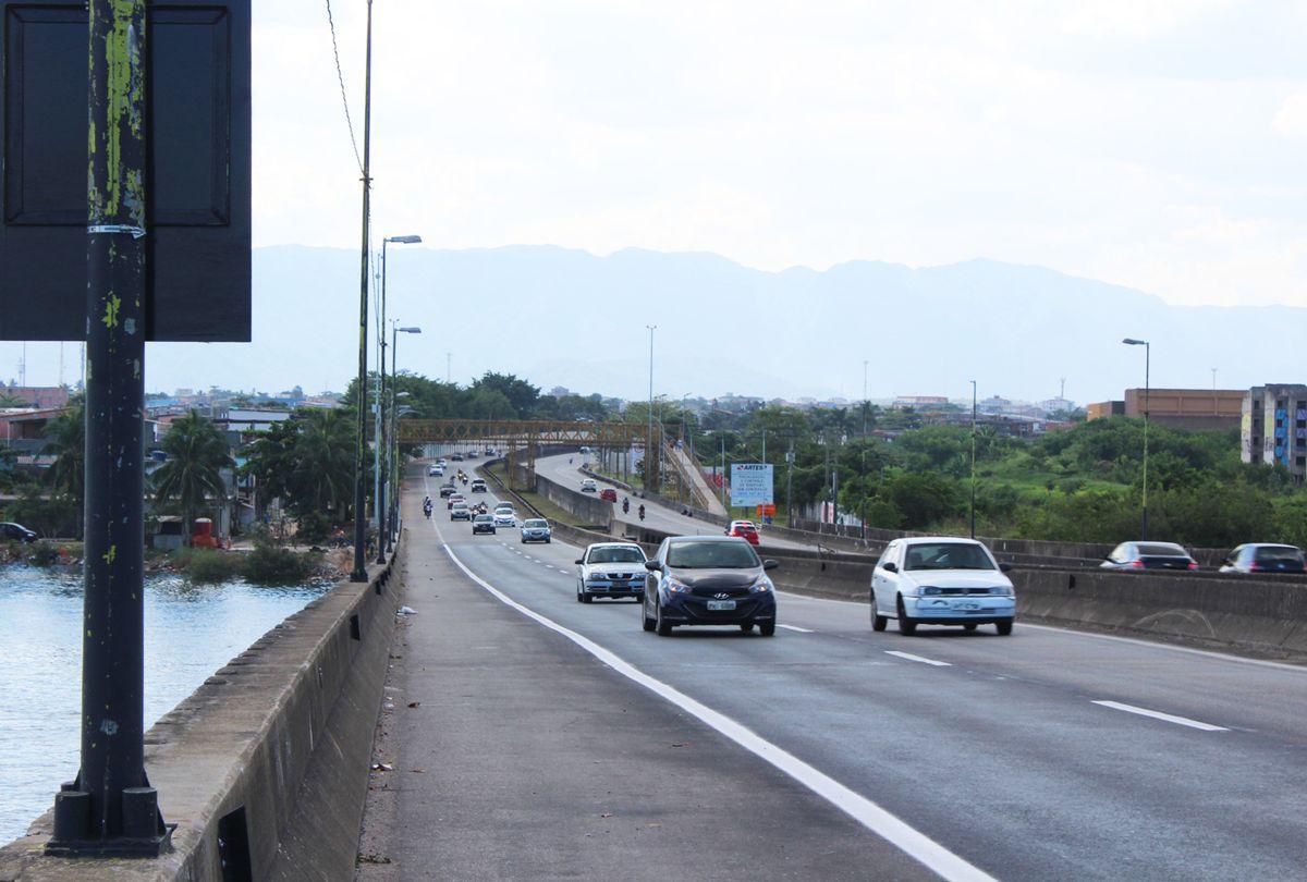 A expectativa é de cerca de 360 mil veículos desçam em direção à Baixada Santista
