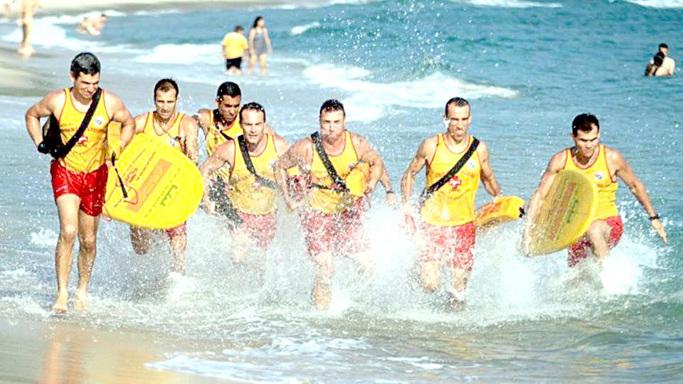 Baixada Santista tem 388 vagas para guarda-vidas