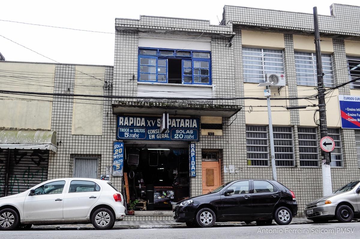 ecf491962e Profissão de sapateiro resiste ao tempo em São Vicente - Diário do Litoral