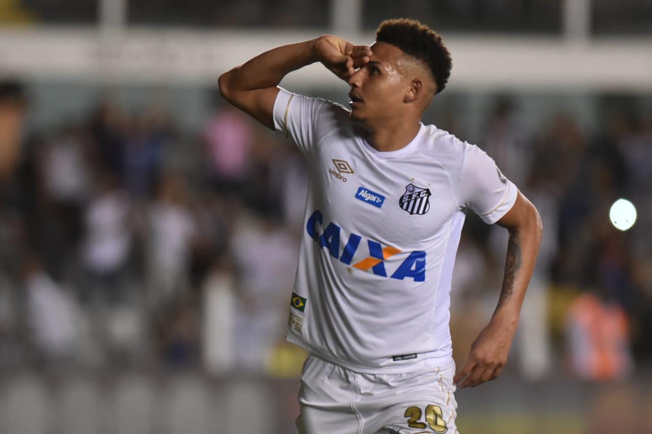 357aec3b4e Felippe Cardoso diz que pode substituir  fenômeno  Gabriel no Santos ...