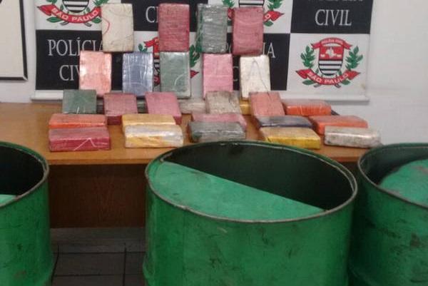 Em um galpão na Vila São Jorge, em Santos, policiais da Delegacia de Investigações sobre Entorpecentes (Dise) apreenderam mais de 30 quilos de cocaína (Foto: Divulgação/Polícia Civil)