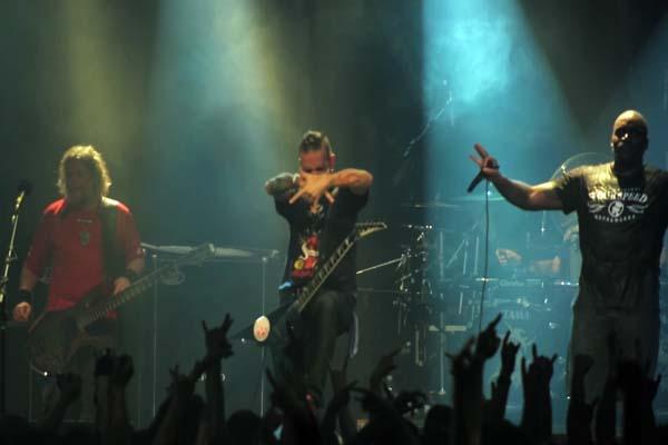 """Durante seis anos o diretor Otavio Juliano, do premiado documentário """"A Árvore da Música"""", acompanhou a banda em turnês pelo mundo (Divulgação)"""